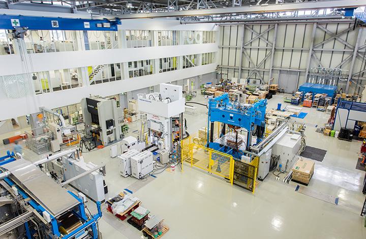 産学連携で革新複合材の開発を強化